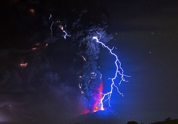 Chile's Volcano Eruption and lightning