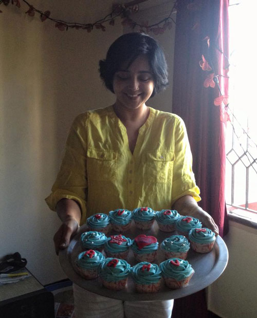 Actress Aishwarya with cupcakes