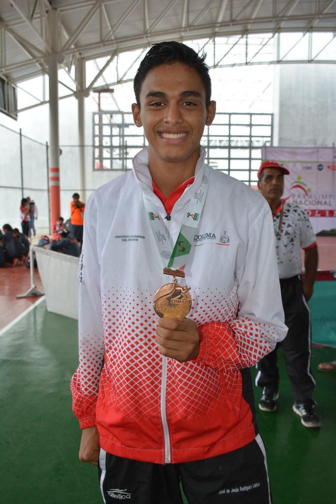 Brindan apoyo al atleta paralímpico José de Jesús Morales