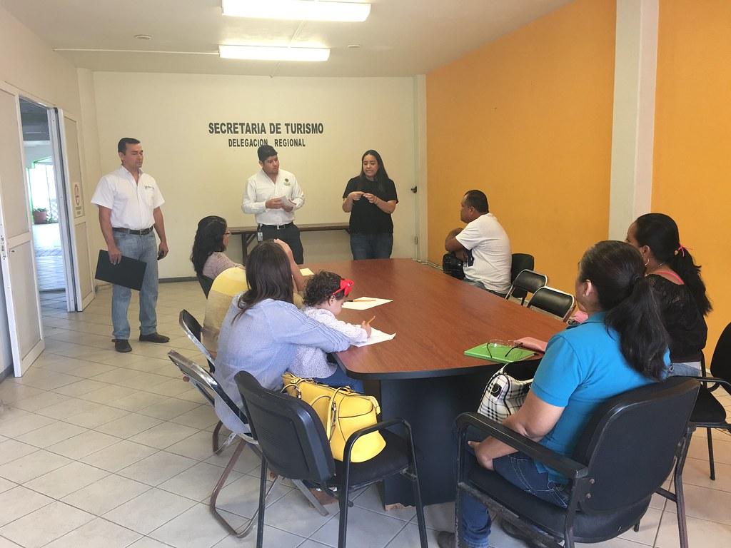 Atención a comerciantes de Manzanillo