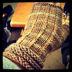 Mom's #fingerlessmitts are finally done! #knitstagram #handknit #mitts #BerrocoVintage #knitting #kniton