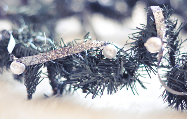DIY Christmas Glitter & Pearl Ribbon Decor