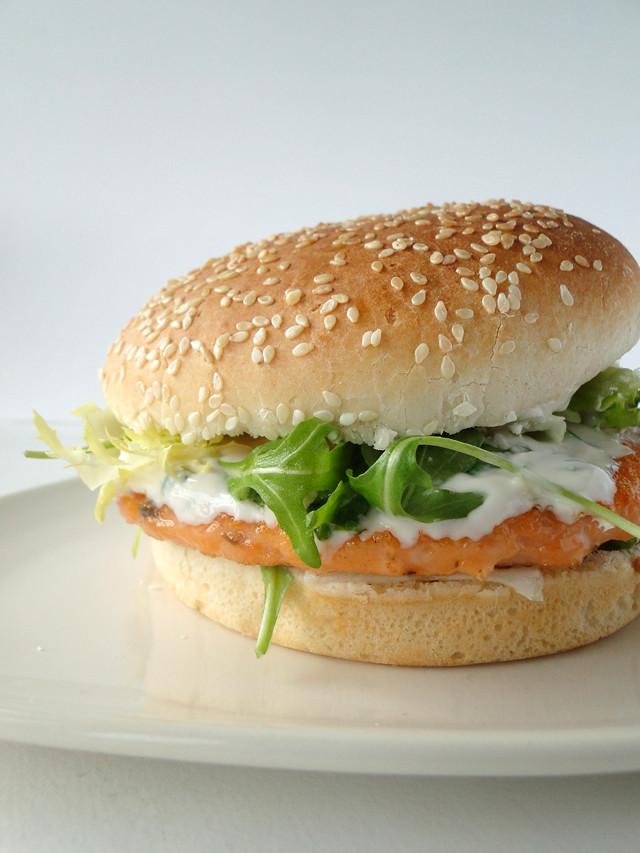 Salmon burger with dill yogurt sauce