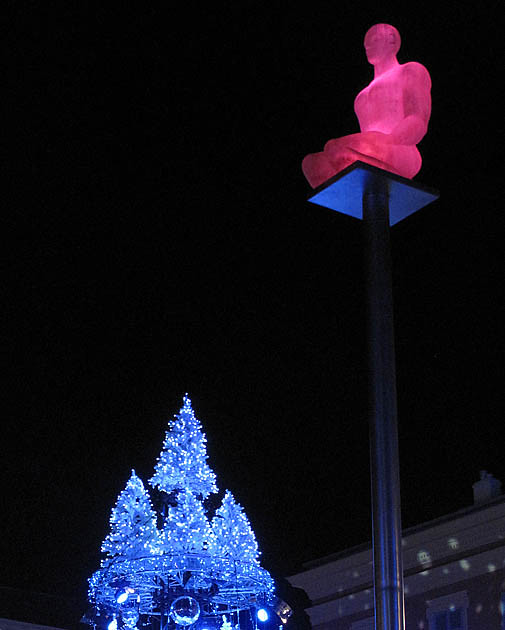 a-xmas-statue-6442
