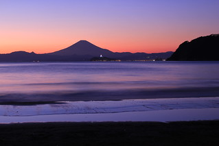 Mt. Fuji and Enoshima island in twilight / 黄昏の富士と江ノ島