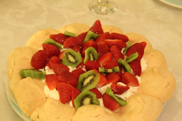 Strawberry and kiwi pavlova | Flickr - Photo Sharing!