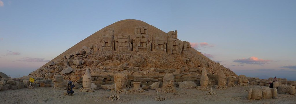 Mt Nemrut - statues and tumulus