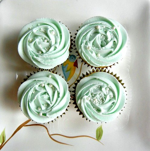 vanilla cupcakes with blue buttercream