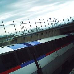 Tricolor monorail