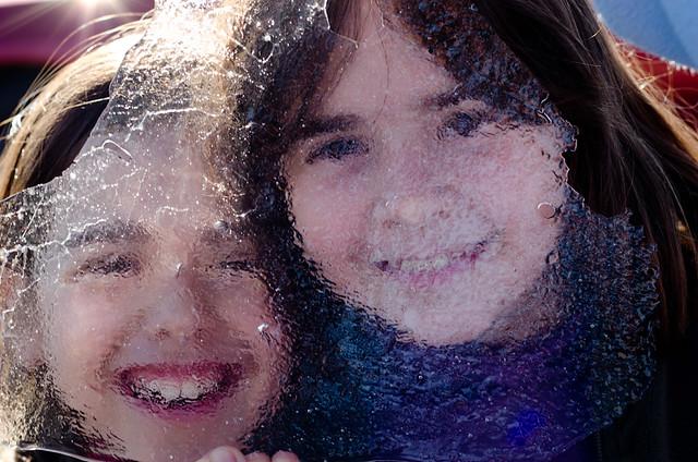Sonia y María tras una placa de hielo