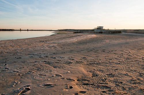 Voetafdrukken in het zand - Footprints in the sand by RuudMorijn