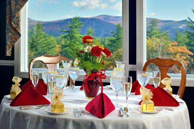 Dining-Room-Red-Napkins