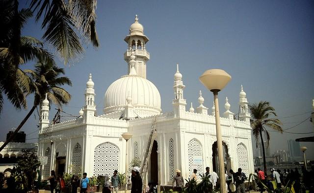 Haji Ali Dargah by CC user mhatrey on Flickr