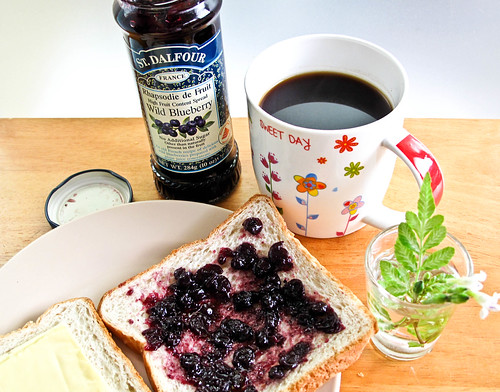 IMG_2108 Breakfast : Blueberry jam on toast and coffee
