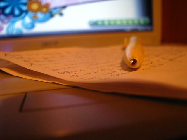 con carta, penna e cuore..