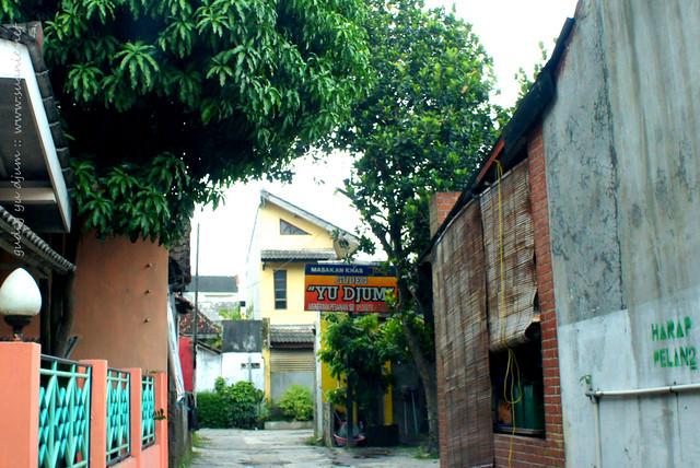 Nasi Gudeg Yu Djum, Yogyakarta - small lane