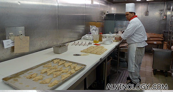 Cutting triangular pastries