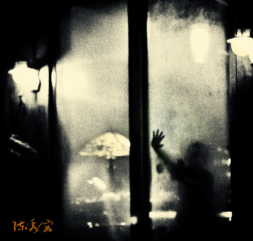 Baby,,Don't be afraid,, by 陳秀容**Through My looking glass