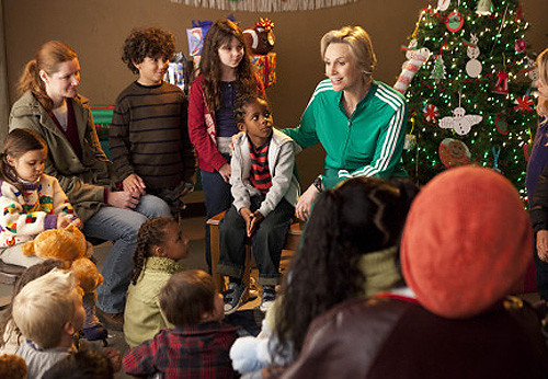 Sue (Jane Lynch, R) volunteers at a children's homeless shelter in the
