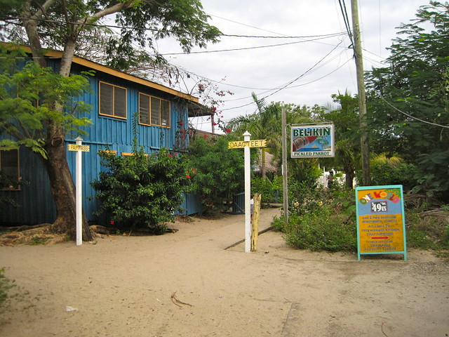placencia narrow sidewalks