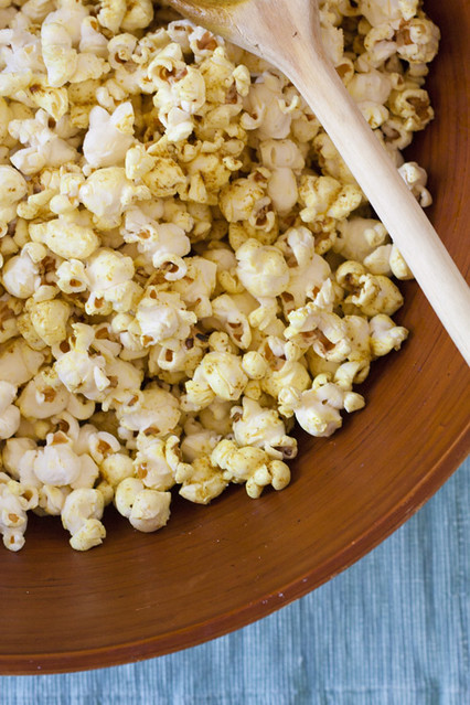 Vanilla Garlic: Too Much PC: Curried Popcorn