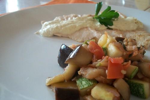 Filete de pescado en salsa de mostaza y ratatouille