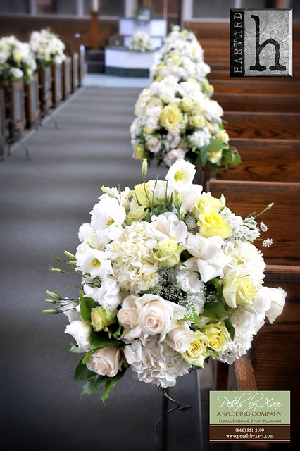 Round Small Aisle Flower Arrangement for Wedding Ceremony