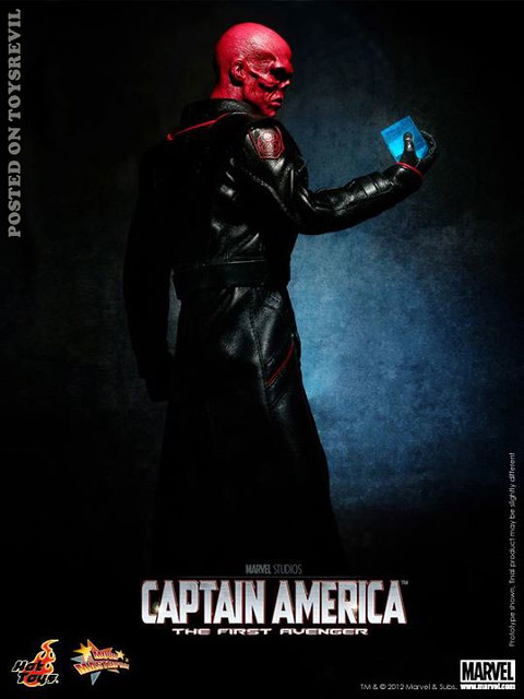 RED-SKULL-HOTTOYS