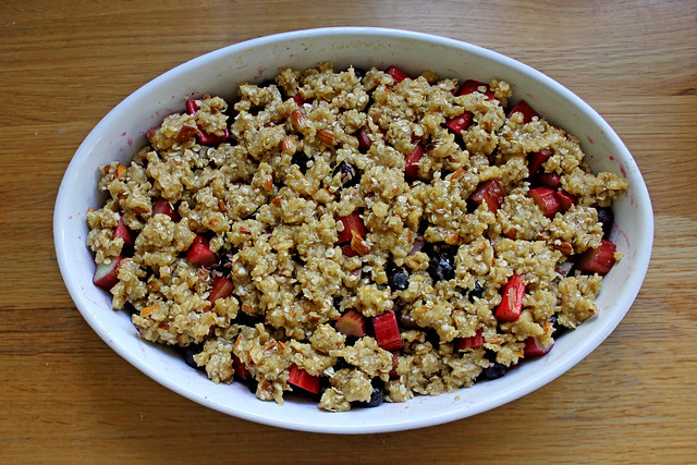 Rhubarb blueberry crisp