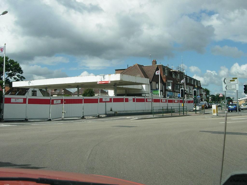 FORMER PETROL STATION / STROUDEN PARK GARAGE / FUTURE POINT 500 FLATS. CASTLE LANE WEST. BOURNEMOUTH. DORSET. AUGUST 2005