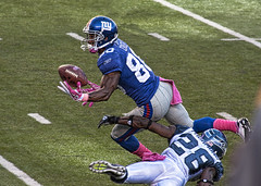 Victor Cruz makes the catch