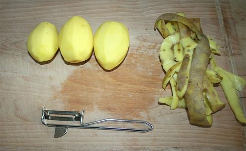 12 - Skin potatoes / Kartoffeln schälen