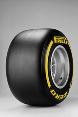 Pirelli_P_Zero_Soft YELLOW_01