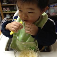自分で離乳食を食べるよ!(2012/1/29)
