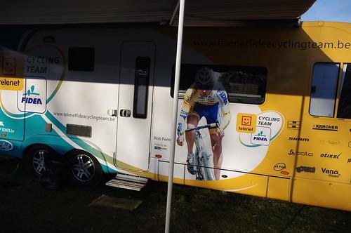 テレネットサイクリングチームバス