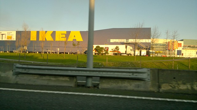 porto ikea le long de l 39 autoroute explore claude37 39 s pho flickr photo sharing. Black Bedroom Furniture Sets. Home Design Ideas
