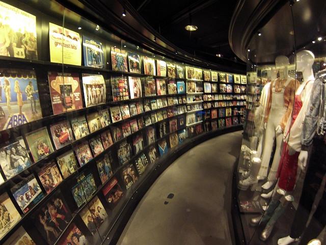 Discos y vestuario de ABBA museo abba - 13722092544 2f8a786b14 z - Museo ABBA de Estocolmo, leyenda sueca del pop