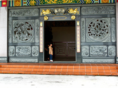 IMG_0821 A kid and a temple