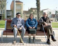 Ancianos en un banco