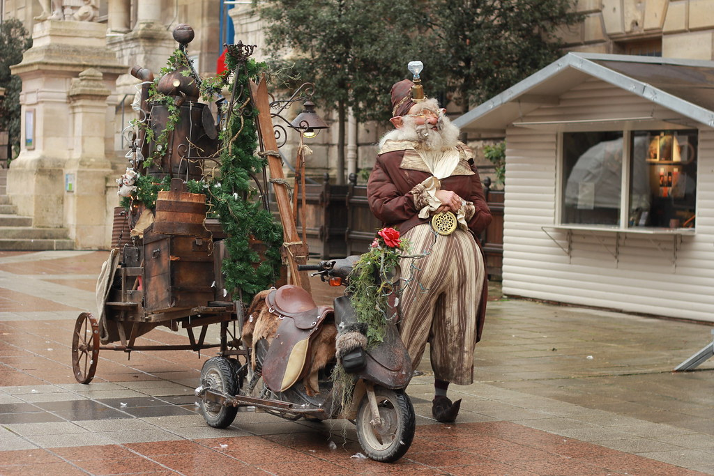 Lutin de Noël et son scoot steampunk