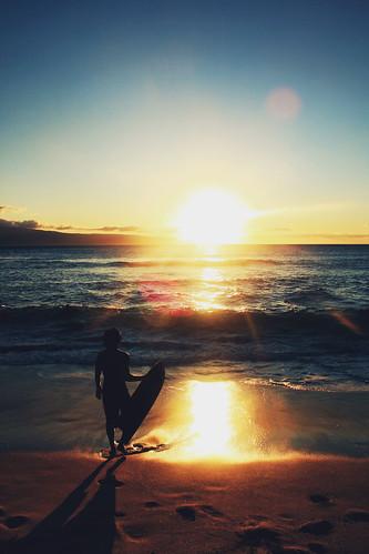 無料写真素材, スポーツ, ウォータースポーツ, 朝焼け・夕焼け, ビーチ・海岸, スキムボード, 人物  海, 風景  アメリカ合衆国, アメリカ合衆国  ハワイ州, シルエット