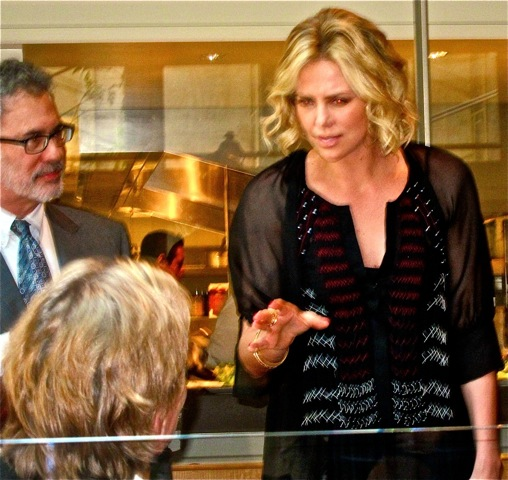 Charlize arrives at luncheon
