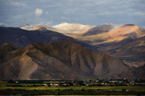 nature tar 2011 tibetautonomousregion tibetanlandscape བོད་ལྗོངས། ©janreurink tibetanplateauབོད་མཐོ་སྒང་bötogang buddhismསངས་རྒྱས་ཆོས་ལུགས། tibetབོད tibetanབོད་པ buddhistསངས་རྒྱས་ཆོས་ལུགས་པ tibetanethnicityབོད་རིགས།bodrigs mountainརི།ri natureofphenomenaཆོས་ཀྱི་དབྱིངས་choskyidbyings tibetanབོད་པbodpa landscapesceneryརི་ཆུ་ཡུལ་ལྗོངསrichuyulljongsrichuyünjong natureརང་བྱུང་ཁམས་rangbyungrangjung ༢༠༡༡ tsangགཙང་latowesterntibet gyantséརྒྱལ་རྩེ།county landscapepictureཡུལ་ལྗོངས་རི་མོyulljongsrimoyünjongrimo landscapeཡུལ་ལྗོངས།yulljongsyünjong gyantseརྒྱལ་རྩེ། sunriseཉི་ཤར།nyishar sunisrisingཉི་མ་འཆརnyimanchar