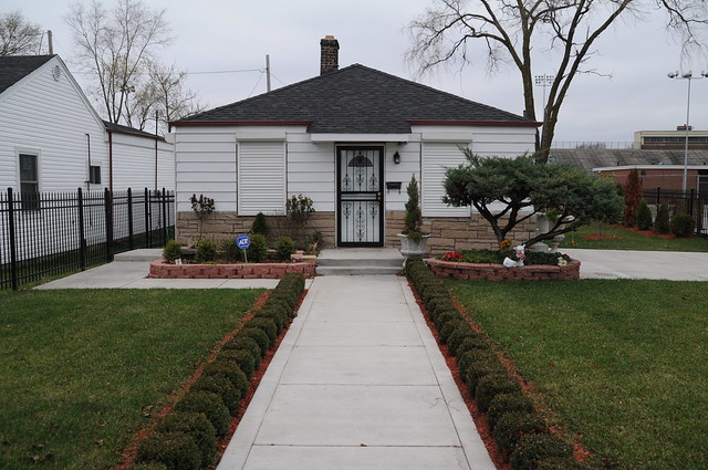 Michael jackson 39 s childhood home flickr photo sharing for Jackson 5 mural gary indiana