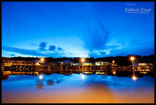 batumarang brunei knk sunrise firstlightof2012 blue purple starburst nikon nikkor d700 1635mm f4 manfrotto 055 water bulb reflection sky cloud
