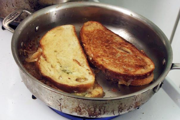 grilledcheeseinpanoneflipped