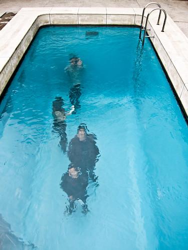Piscina falsa de leandro erlich en kanazawa kirai un for Piscina que pierde agua