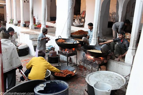 Frying huge batches of pakora