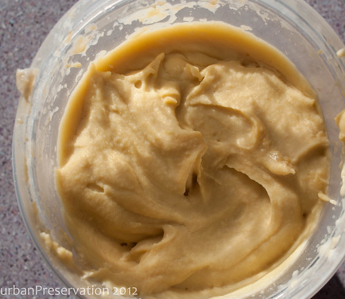 Hummus_plain_closeup.jpg