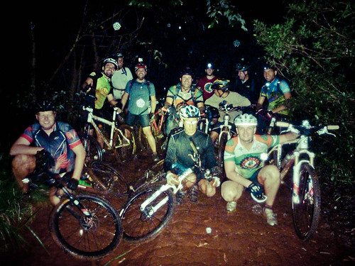 Pedal noturno lamacento / Muddy night ride :-)